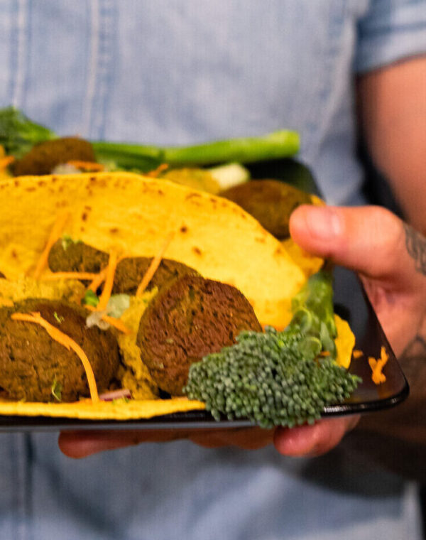 Wraps met Bimi® broccoli, falafel, frisse salade en Bimi® humus