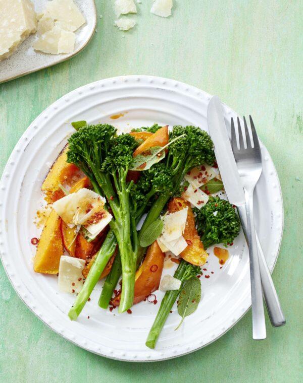 Bimi® Brokkoli mit Kürbis und Salbei aus dem Ofen