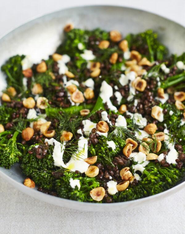 Bimi® broccoli med hvidløg, puy-linser, dild og hasselnødder