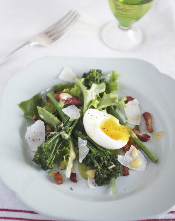 Bimi® broccoli met spek & eierbrunch salade