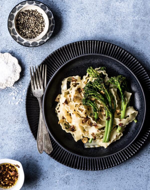 Pasta aglio, olio e peperoncino mit Bimi® Brokkoli