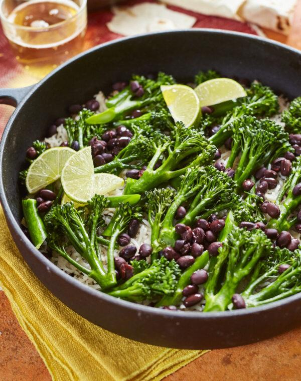 Bimi® broccoli med mexikanskt krispigt ris och bönor