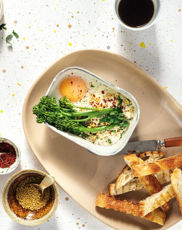 Ovnsbakte egg med Bimi® brokkoli og syltede sennepsfrø