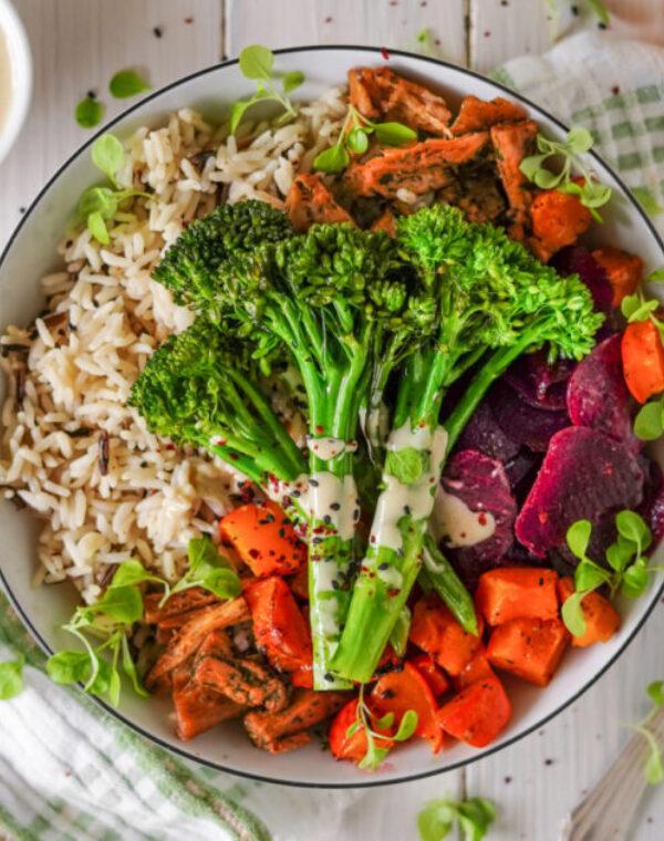 Vegan bowl met Bimi® broccoli, pompoen en rode biet