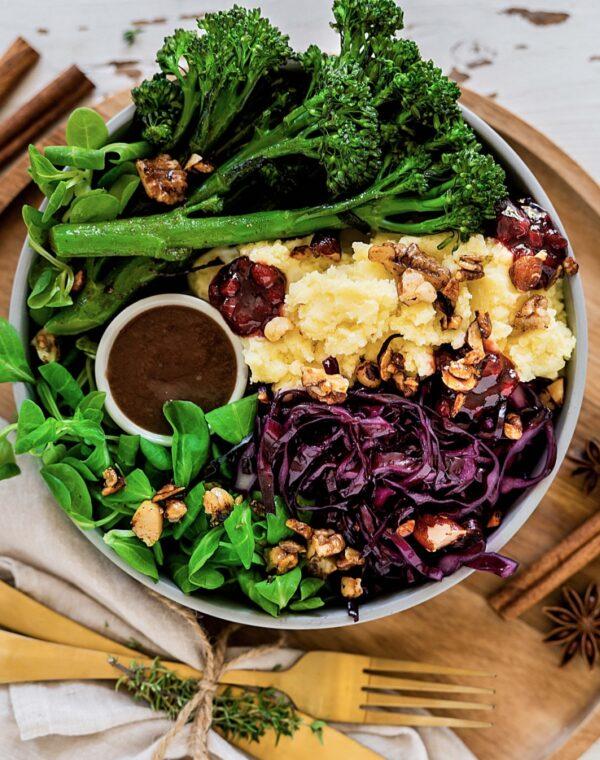 Bimi® bowl met aardappelpuree en rode koolsalade