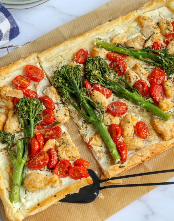 Plaattaart met Bimi® broccoli en kip
