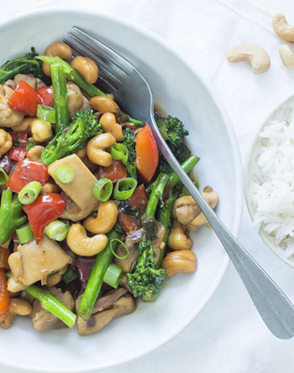 Bimi® broccoli met cashewnoten, kipfilet en rijst