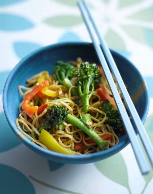 Nouilles végétariennes aux brocolis Bimi® et aux cacahuètes