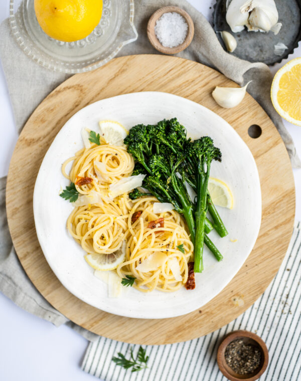Vegetarische knoflookpasta met Bimi® broccoli en citroen