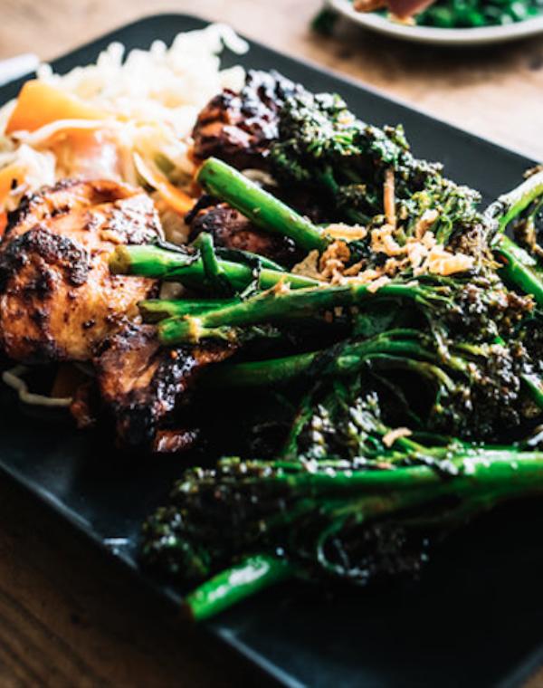Bimi® broccoli met kipfilet, noedels en wokgroenten