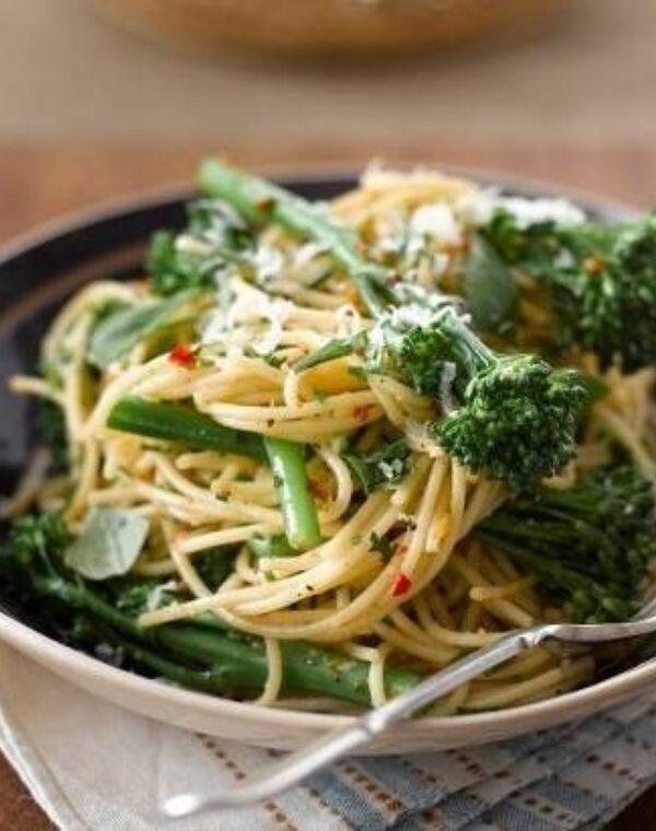 Spaghettis aux brocolis Bimi®, ail et piment