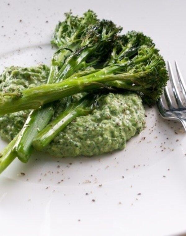 Stegt Bimi® broccoli med ramsløgspesto
