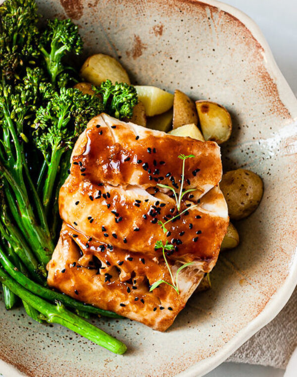 Bacalao asiático con Bimi® brócoli asado y patatas