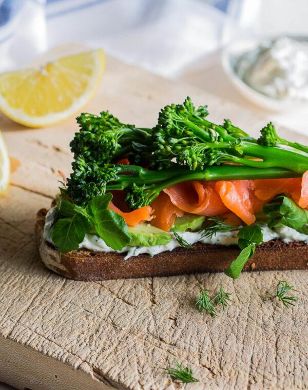 Smørbrød med røkelaks og Bimi® brokkoli