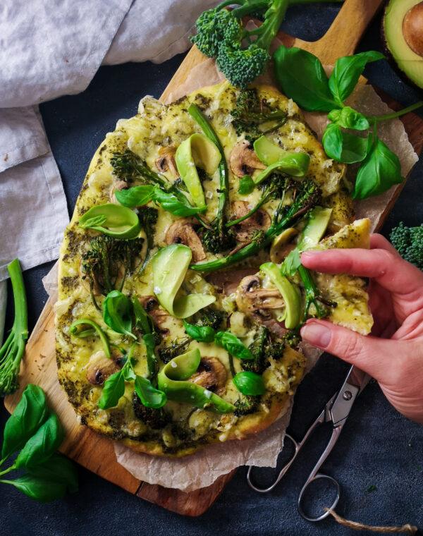 Vegaaninen Bimi®-avokado-pizza
