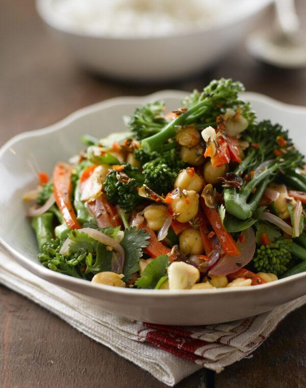 Ensalada caliente de Bimi® brócoli con garbanzos