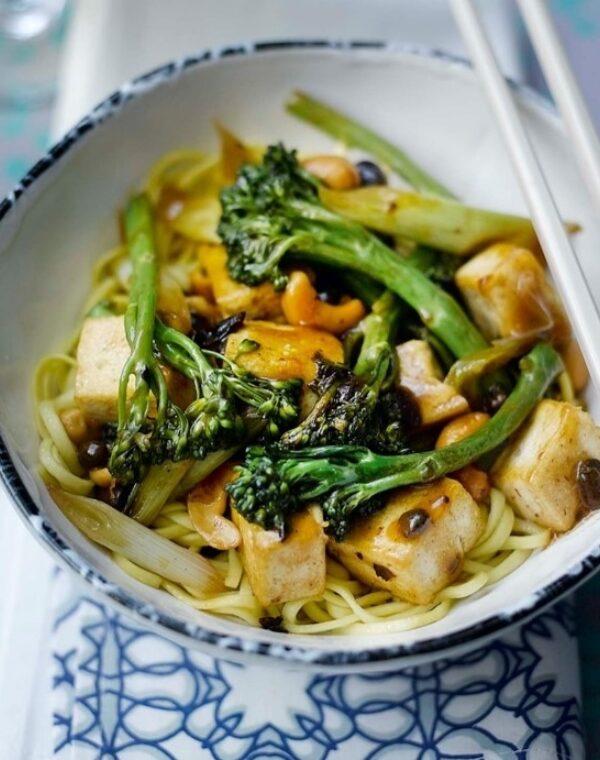 Bimi® brócoli salteado con tofú y anarcardos
