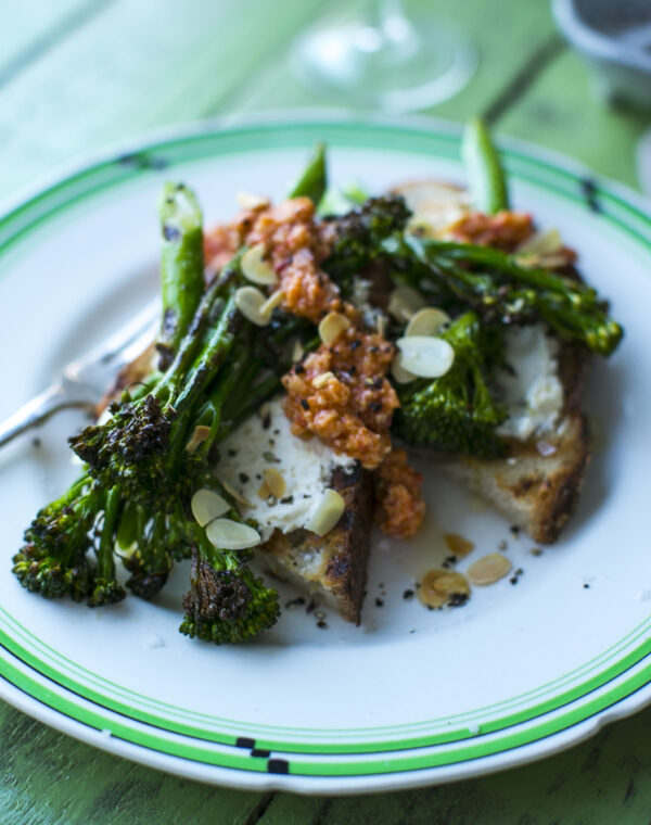 Lammekoteletter, honningristede figner og Bimi® broccoli