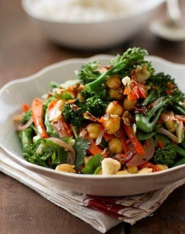Salada quentinha de Bimi® Brócolos com grãos cozidos