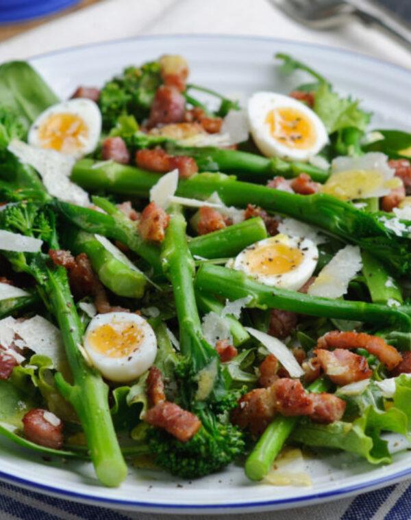 Salada morna de Bimi ® brócolos com bacon