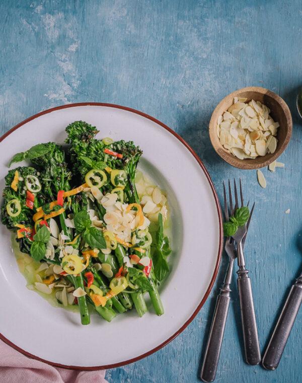 Grillattu Bimi®-parsakaali raikkaan chilikastikkeen kera