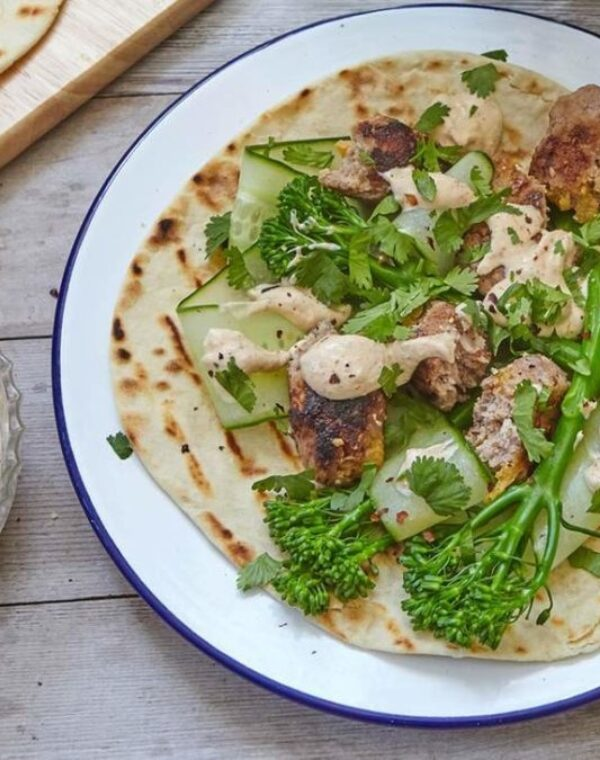 Lammkoftas med Bimi® Broccoli och yoghurtdipp
