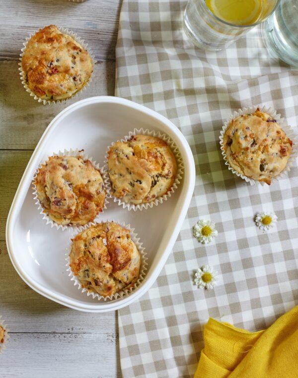 Suolaiset muffinssit Bimi®-parsakaalilla, cheddarilla ja chilillä