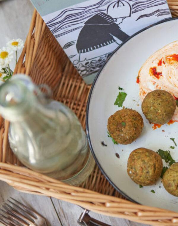 Bimi® Brokkoli-Minze-Falafel mit Harissa und Labneh Dip