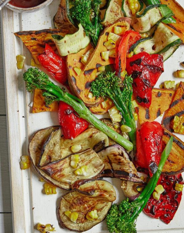 Gegrilde groenten en Bimi® broccoli van de barbecue