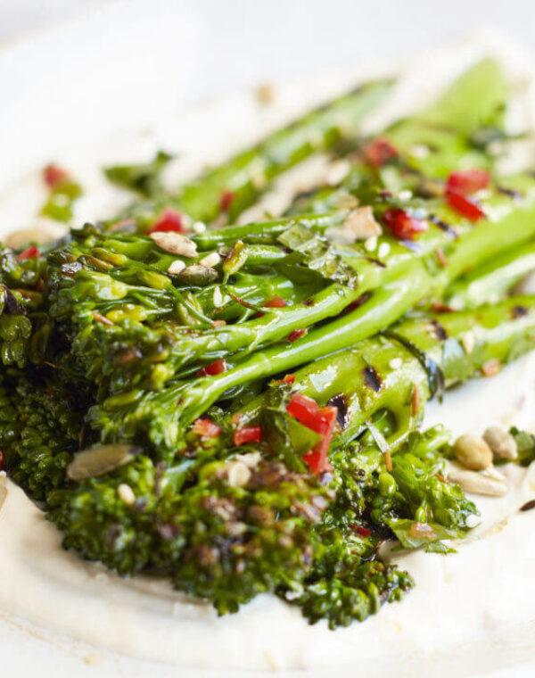 Bimi® brocoli, Vinaigrette Pimentée Et Yaourt Au Tahin