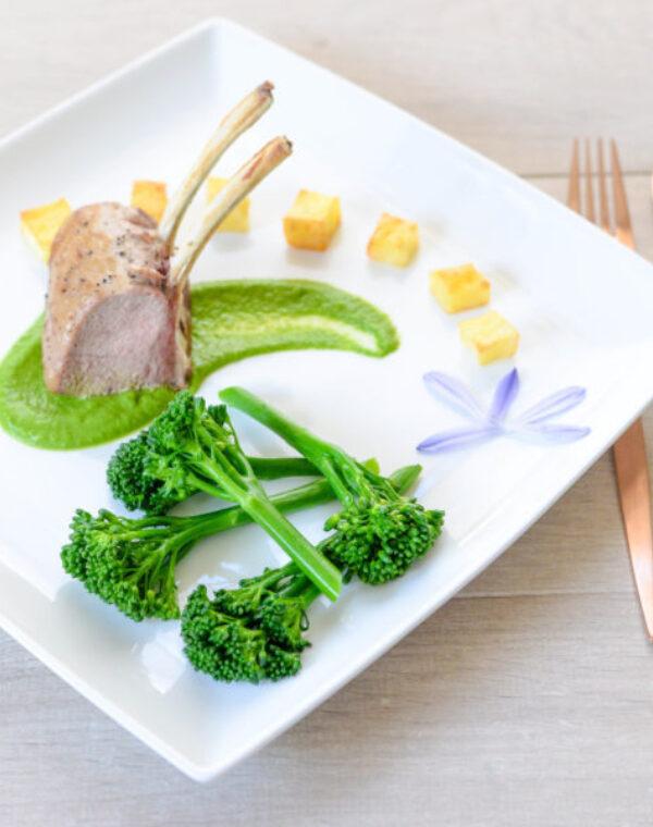 Cordero asado con Bimi® brócoli y puré de ajo