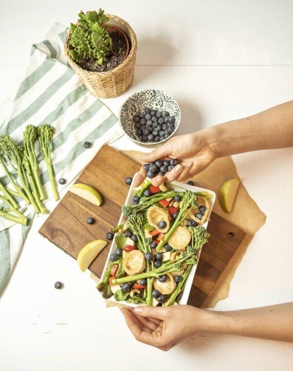 Vuohenjuustosalaatti Bimi®-parsakaalilla höystettynä