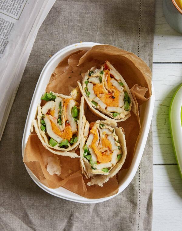 Flatbread met Bimi® broccoli, halloumi en humus