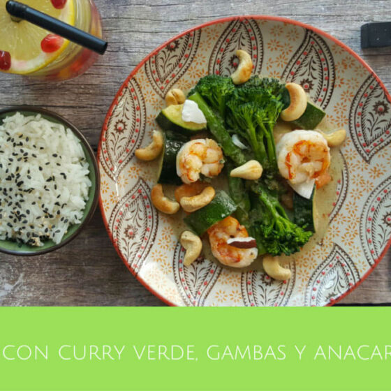 Bimi® brócoli con curry verde, gambas y anarcardos