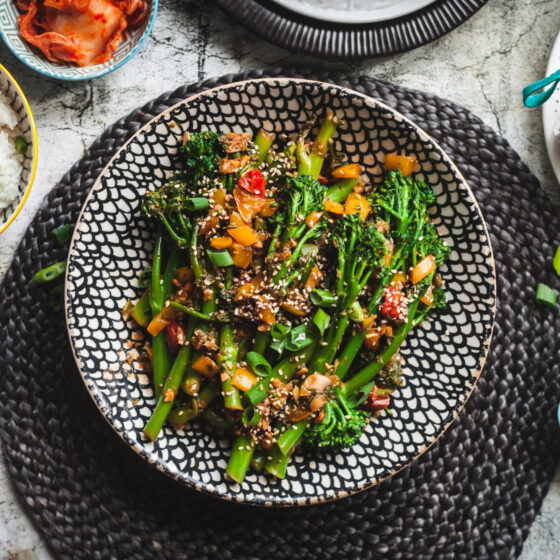 Veganer 10-Minuten Ssamjang mit Bimi® Brokkoli