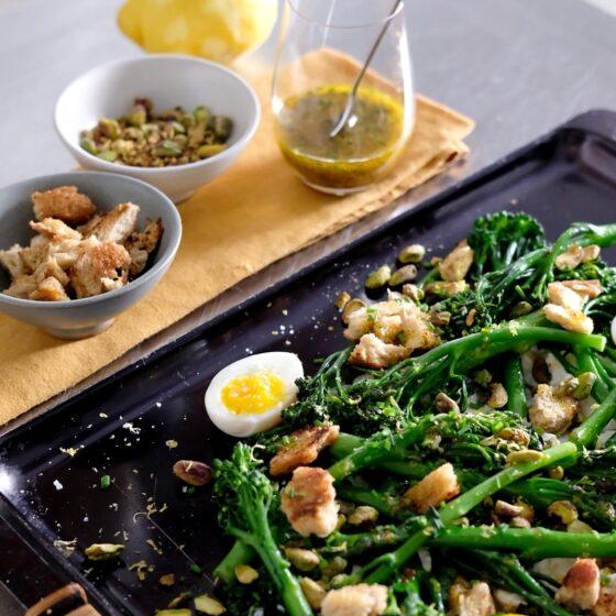 Bimi®-parsakaalia, fetaa ja leivänmuruja