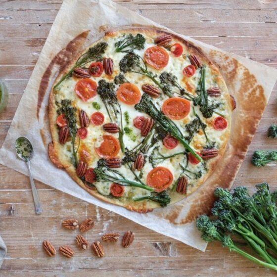 Pizza con Bimi® brócoli y pesto