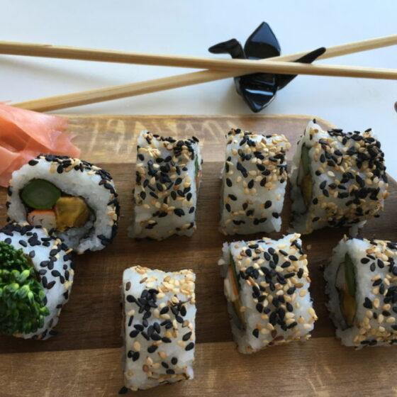 Sushi con Bimi® brócoli, surimi y plátano