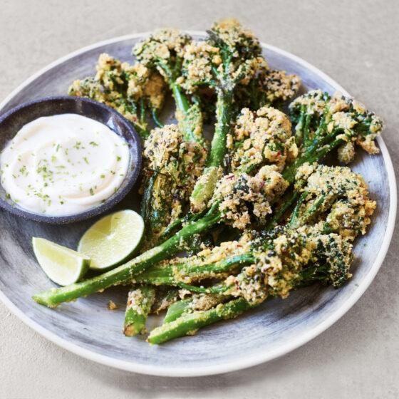 Crispy sesam-chili Bimi® broccoli met limoen-dipsaus