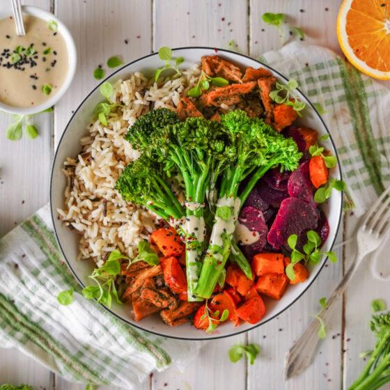 """Vegane """"Chicken"""" Bowl mit Bimi® Brokkoli"""