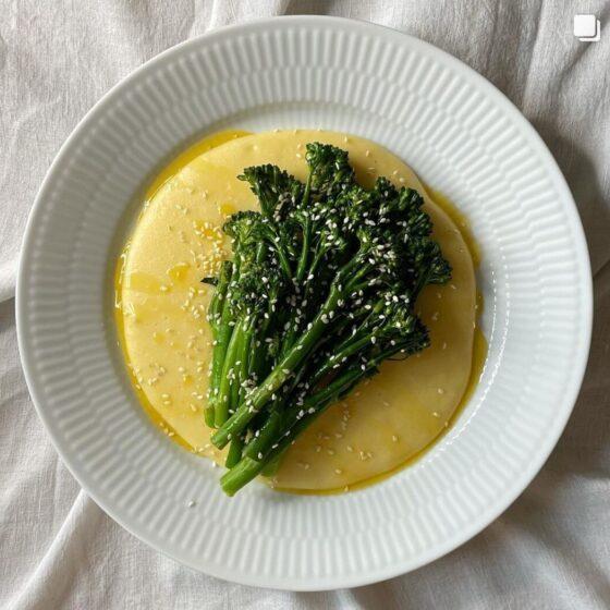 Bimi® brokkoli med hvitløkspolenta