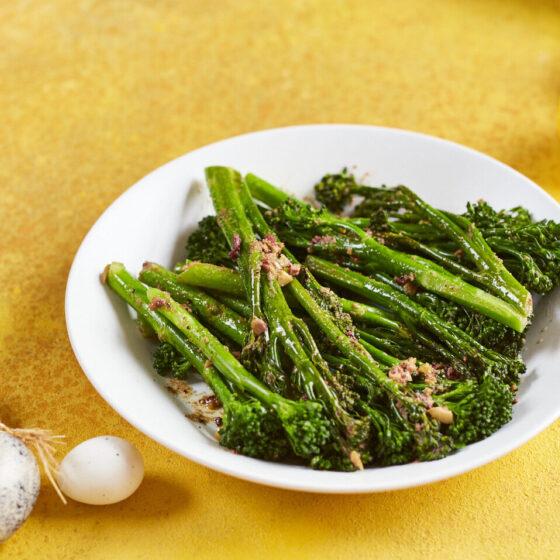Gestoomde Bimi® broccoli met zelfgemaakte olijfboter