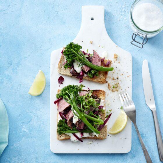 Bimi® Brokkoli-Steak-Sandwich mit Rotkohl und Limetten-Creme