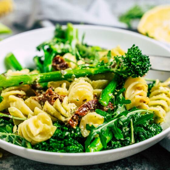 Bimi® Brokkoli-Pasta mit veganer Zitronen-Cashew-Soße