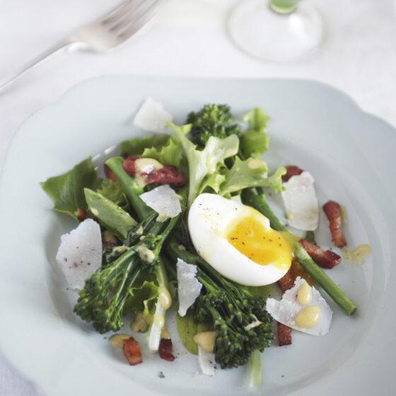 Bimi® Brokkoli Salat mit Bacon und Ei