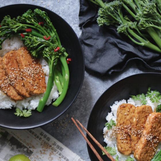 Tempeh-Reisbowl mit Bimi® Brokkoli