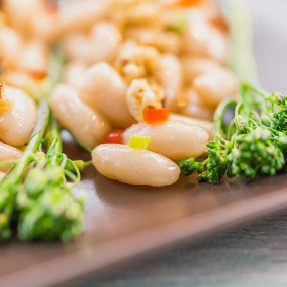 Ensalada De Alubias Con Bimi®, Pasta De Aceitunas Y Vinagreta De Frutos Secos