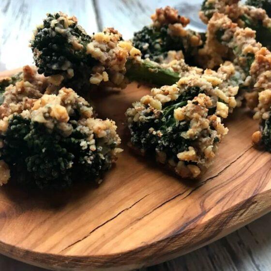 Bimi® broccoli tempura met walnootcrunch en vegan dip
