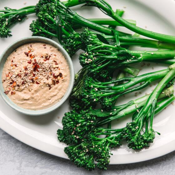 Bimi® broccoli med gomadressing