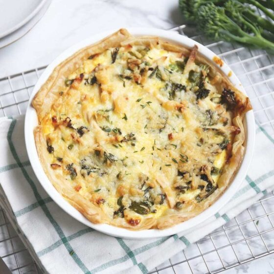 Hartige taart met Bimi® broccoli, crème fraîche en kipfilet